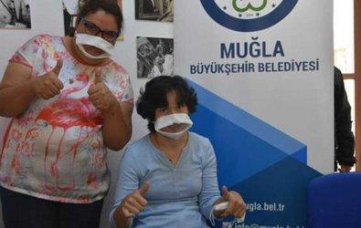 Muğla'da işitme engellilere özel şeffaf maske üretildi