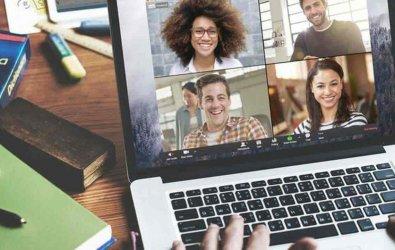 """Zoom'un """"Pin Video"""" özelliği işitme engelli ya da işitme problemi yaşayan öğrencilerin iletişimini kolaylaştırıyor"""